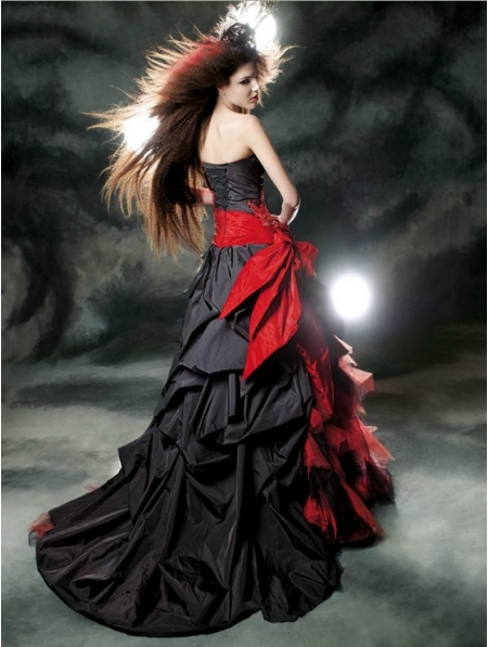 ca2a28e73647 Red and Black Gothic Wedding Dress - Devilnight.co.uk