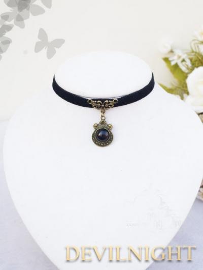 Elegant Vintage Floral Pendant Necklace