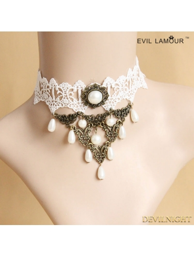 White Vintage Palace Style Pearl Necklace