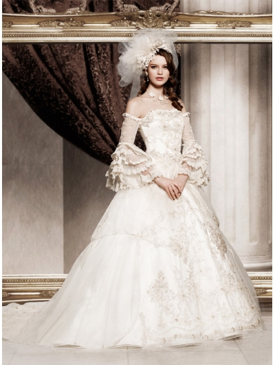 Off-the-Shoulder Princess Vintage Victorian Wedding Dress