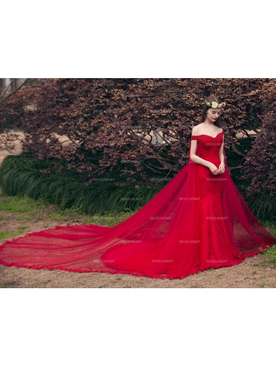 Red Off-the-Shoulder Lace Mermaid Gothic Wedding Dress with Shawl